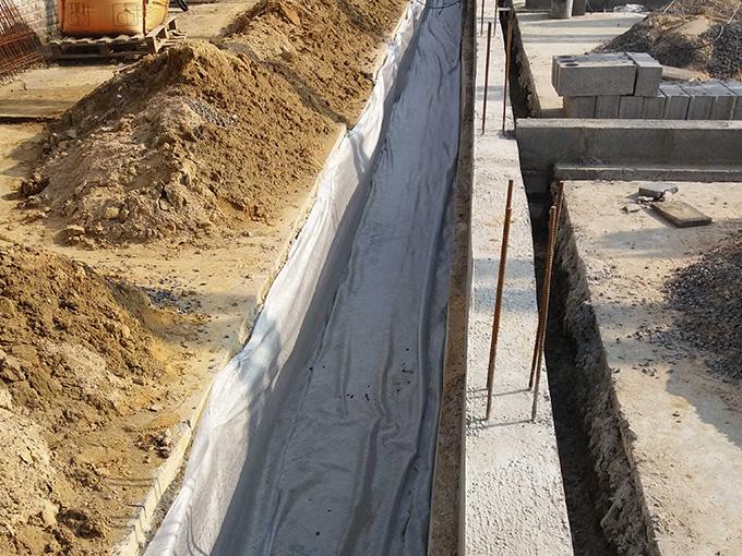 Préparation des tranchées des nouvelles fondations