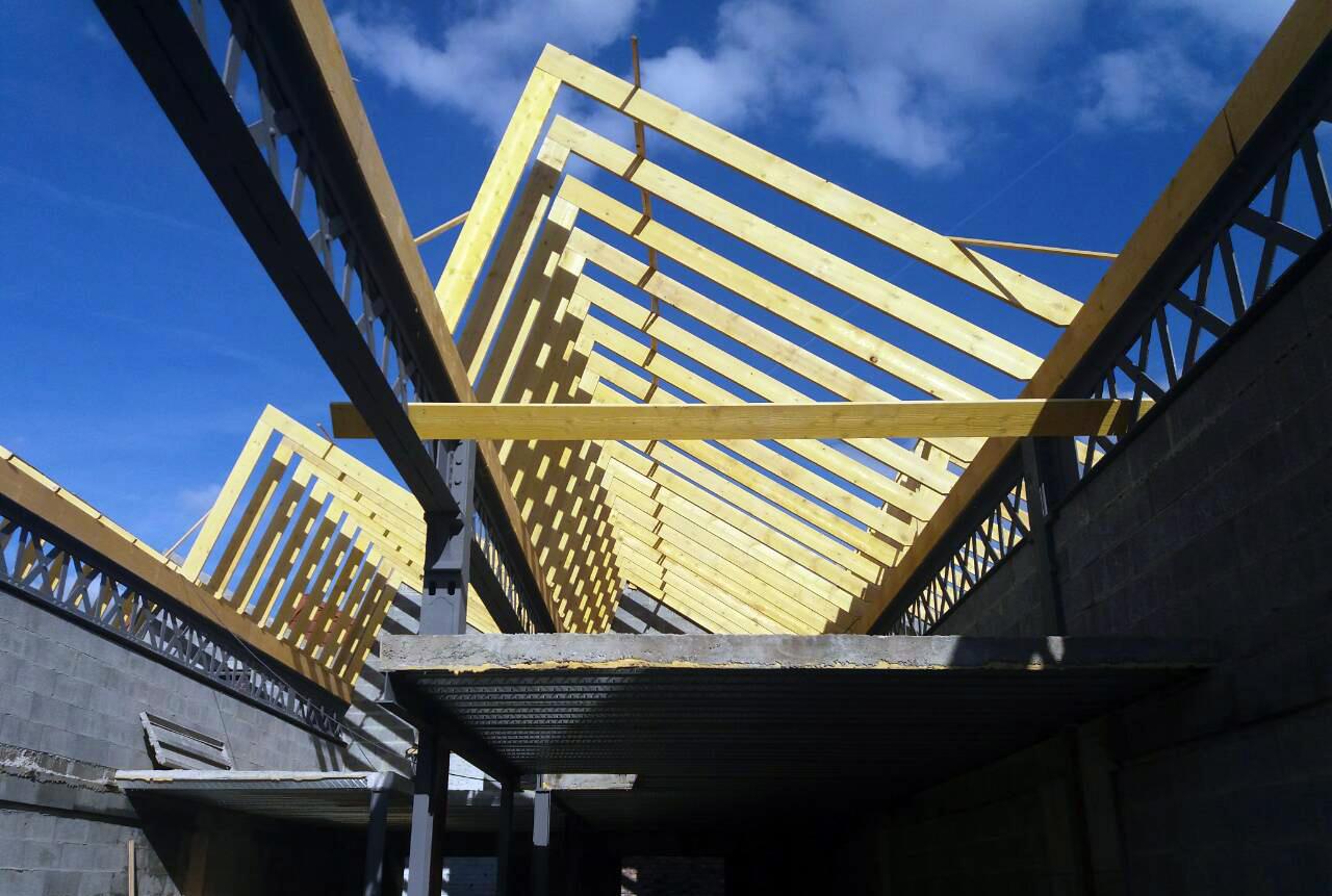 Rénovation de la charpente et du toit d'un hangar industriel